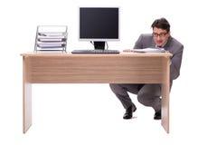 Ο επιχειρηματίας που κρύβει στο γραφείο που απομονώνεται στο λευκό Στοκ Φωτογραφίες