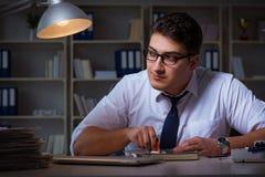 Ο επιχειρηματίας που μένει αργά στην αρχή για τα φάρμακα Στοκ Εικόνες