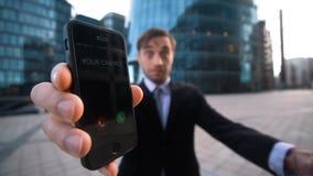 Ο επιχειρηματίας σας δίνει το τηλέφωνο σε Η κλήση πιθανότητάς σας φιλμ μικρού μήκους