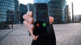 Ο επιχειρηματίας σας δίνει το τηλέφωνο σε Κλήση φίλων φιλμ μικρού μήκους