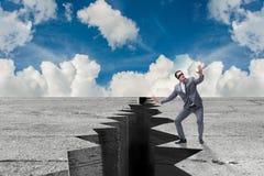Ο επιχειρηματίας στην έννοια αβεβαιότητας στοκ φωτογραφίες
