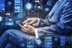 Ο επιχειρηματίας στην έννοια διαχείρισης δεδομένων Στοκ Φωτογραφία