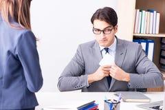 Ο επιχειρηματίας στην ανήθικη επιχειρησιακή έννοια με τη δωροδοκία Στοκ εικόνα με δικαίωμα ελεύθερης χρήσης