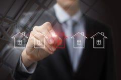 Ο επιχειρηματίας σύρει το σπίτι για την πώληση Στοκ Φωτογραφία