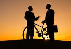 Ο επιχειρηματίας δύο μιλά από κοινού στοκ φωτογραφία