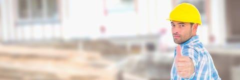 Ο εργάτης οικοδομών για το δόσιμο εργοτάξιων φυλλομετρεί επάνω στοκ φωτογραφίες