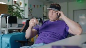 Ο εργαζόμενος δεν μπορεί να περιμένει τις διακοπές απόθεμα βίντεο