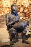 Ο εργαζόμενος κάνει κεραμικός Στοκ Φωτογραφία