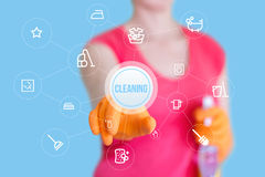 Ο εργαζόμενος χτυπά στο καθαρίζοντας κουμπί στοκ εικόνες