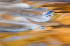 Ο δεσμός πέφτει ορμητικά σημεία ποταμού Στοκ φωτογραφίες με δικαίωμα ελεύθερης χρήσης