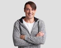 Ο εύθυμος τύπος χαμογελά ευτυχώς Στοκ φωτογραφίες με δικαίωμα ελεύθερης χρήσης