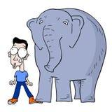 Ο ελέφαντας βαδίζει βαριά Στοκ Εικόνες