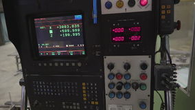 Ο ελεγκτής μιας μηχανής σε ένα εργοστάσιο απόθεμα βίντεο
