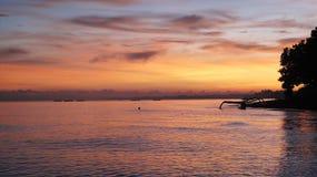 Ο ζωηρόχρωμος ουρανός πρωινού απεικονίζει σε μια ανοικτή θάλασσα στοκ εικόνες με δικαίωμα ελεύθερης χρήσης