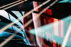 Οδηγήσεων ηλεκτρονική αντανάκλαση σχεδίων πατωμάτων μπλε και κόκκινη στοκ φωτογραφία
