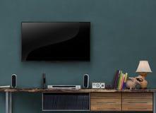 Οδηγημένα έπιπλα μέσων TV ξύλινα με τον γκρίζο μπλε τοίχο ελεύθερη απεικόνιση δικαιώματος