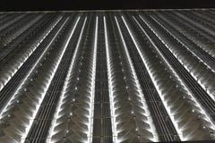 Οδηγημένος φωτισμός ¼ Œnight κουρτινών wallï του σύγχρονου εμπορικού κτηρίου Στοκ Φωτογραφίες
