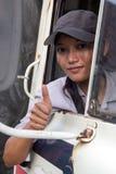 Οδηγός φορτηγού γυναικών στο αυτοκίνητο Στοκ φωτογραφία με δικαίωμα ελεύθερης χρήσης