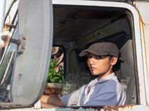 Οδηγός φορτηγού γυναικών Στοκ εικόνες με δικαίωμα ελεύθερης χρήσης