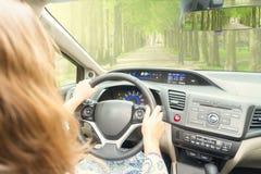 Οδηγώντας αυτοκίνητο Somene Στοκ φωτογραφία με δικαίωμα ελεύθερης χρήσης