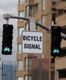 οδηγώντας κυκλοφορία καπνού σημάτων αδειών ποδηλάτων Στοκ εικόνα με δικαίωμα ελεύθερης χρήσης