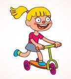 Οδηγώντας μηχανικό δίκυκλο μικρών κοριτσιών Στοκ Εικόνες