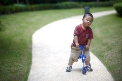 Οδηγώντας τρίκυκλο μωρών Στοκ εικόνα με δικαίωμα ελεύθερης χρήσης