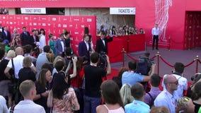 Οδησσός, Ουκρανία †«στις 7 Ιουλίου 2014: Διεθνές φεστιβάλ ταινιών της Οδησσός φιλοξενουμένων στο κόκκινο χαλί στη τελετή έναρξη απόθεμα βίντεο