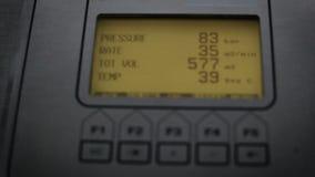 Ο ηλεκτρικός μετρητής μετρά τον αριθμό κινηματογράφησης σε πρώτο πλάνο απόθεμα βίντεο