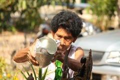 Ο ηλικιωμένος λούζοντας Βούδας στο φεστιβάλ της Ταϊλάνδης songkran Στοκ εικόνες με δικαίωμα ελεύθερης χρήσης
