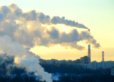 Ο θερμικός σταθμός παραγωγής ηλεκτρικού ρεύματος Στοκ εικόνα με δικαίωμα ελεύθερης χρήσης