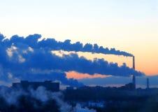 Ο θερμικός σταθμός παραγωγής ηλεκτρικού ρεύματος Στοκ εικόνες με δικαίωμα ελεύθερης χρήσης