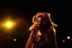 Ο θηλυκός τραγουδιστής της ζώνης ψυχής ενθουσιασμών αποδίδει στον τόπο συναντήσεως Apolo Στοκ φωτογραφία με δικαίωμα ελεύθερης χρήσης