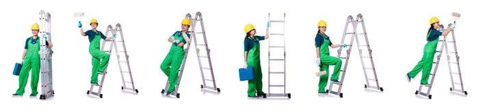 Ο θηλυκός εργάτης οικοδομών με το κουτί εργαλείων και τη σκάλα Στοκ Φωτογραφία
