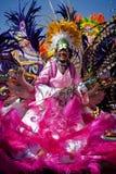 Ο θηλυκός ηγέτης στρατευμάτων χορεύει σε Junkanoo, ένα πολιτιστικό φεστιβάλ σε Nassau την 1η Ιανουαρίου 2011. Στοκ εικόνες με δικαίωμα ελεύθερης χρήσης