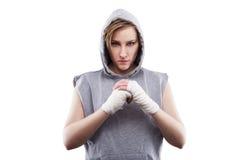 Ο θηλυκός μαχητής MMA σε ένα άσπρο υπόβαθρο Στοκ Φωτογραφία