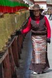 Ο θιβετιανός προσκυνητής περιβάλλει το παλάτι Potala σε Lhasa Στοκ φωτογραφίες με δικαίωμα ελεύθερης χρήσης