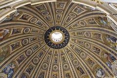 Ο θόλος της βασιλικής του ST Peter Στοκ Εικόνες