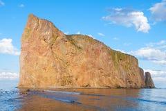 Ο διάσημος διαπερασμένος βράχος Perce στον Καναδά Στοκ φωτογραφία με δικαίωμα ελεύθερης χρήσης