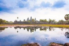 Ο διάσημος ναός σύνθετο κοντινό Siem Angkor Wat συγκεντρώνει στην Καμπότζη Στοκ Εικόνες