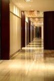 Ο διάδρομος του ξενοδοχείου Στοκ εικόνα με δικαίωμα ελεύθερης χρήσης