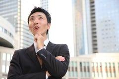 Ο ιαπωνικός επιχειρηματίας σκέφτεται για το something  Στοκ φωτογραφία με δικαίωμα ελεύθερης χρήσης