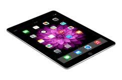 Ο διαστημικός γκρίζος αέρας 2 iPad της Apple με iOS 8 βρίσκεται στην επιφάνεια, desi Στοκ Φωτογραφίες