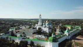 Ο ιερός τριάδα-Άγιος Sergius Lavra Περιοχή της Μόσχας, Ρωσία εναέρια όψη απόθεμα βίντεο