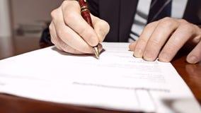 Ο διευθυντής υπογράφει τη σύμβαση απόθεμα βίντεο