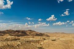 Οδικά περάσματα μέσω της δύσκολης ερήμου Σαχάρας, Τυνησία Στοκ Φωτογραφίες