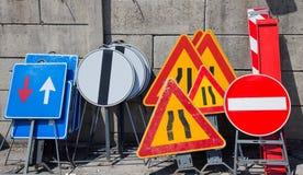 Οδικά σημάδια στην αποθήκευση αστυνομίας Στοκ Φωτογραφίες
