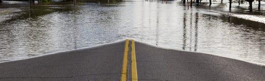 Οδική περάτωση από την πλημμύρα Στοκ εικόνες με δικαίωμα ελεύθερης χρήσης