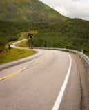 Οδική σήραγγα στα βουνά στο βόρειο τμήμα της Νορβηγίας Στοκ Εικόνα