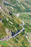 Οδική στροφή στα βουνά Στοκ φωτογραφία με δικαίωμα ελεύθερης χρήσης